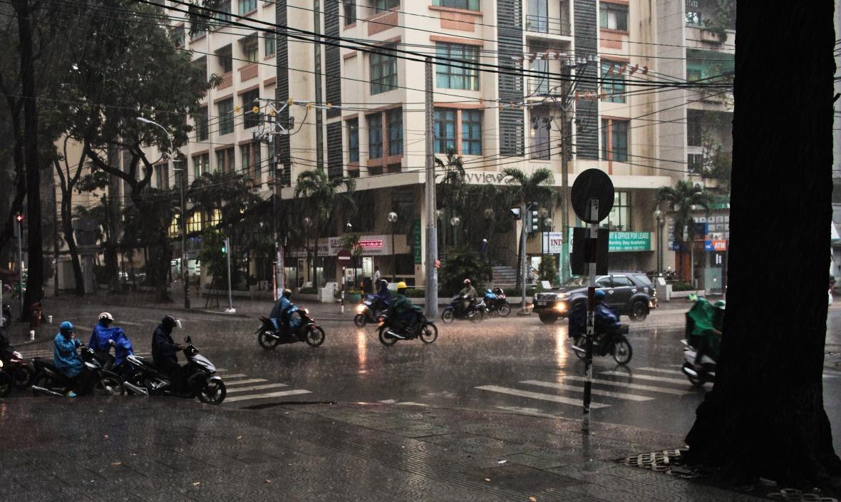 pluie-a-ho-chi-minh-motos