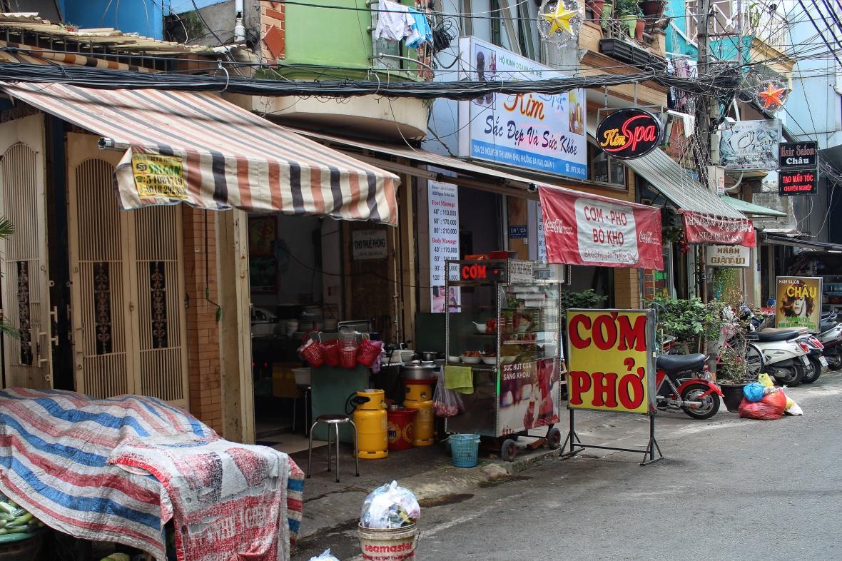 restaurant-de-rue-hochiminh-vietnam