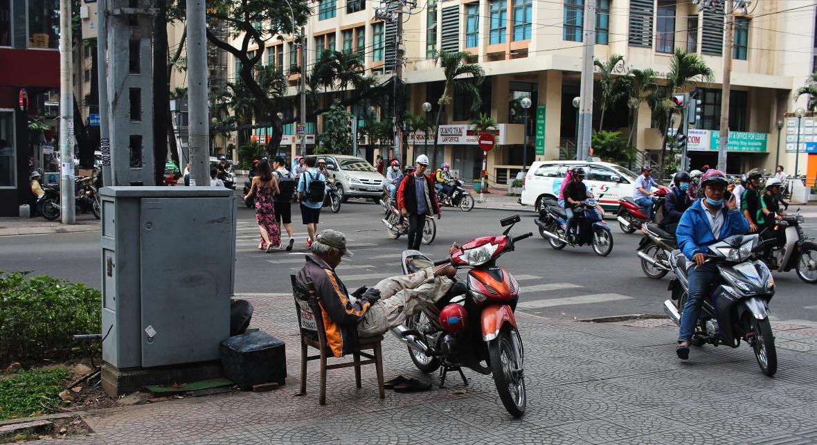 xeom-vietnam-saigon-chaise