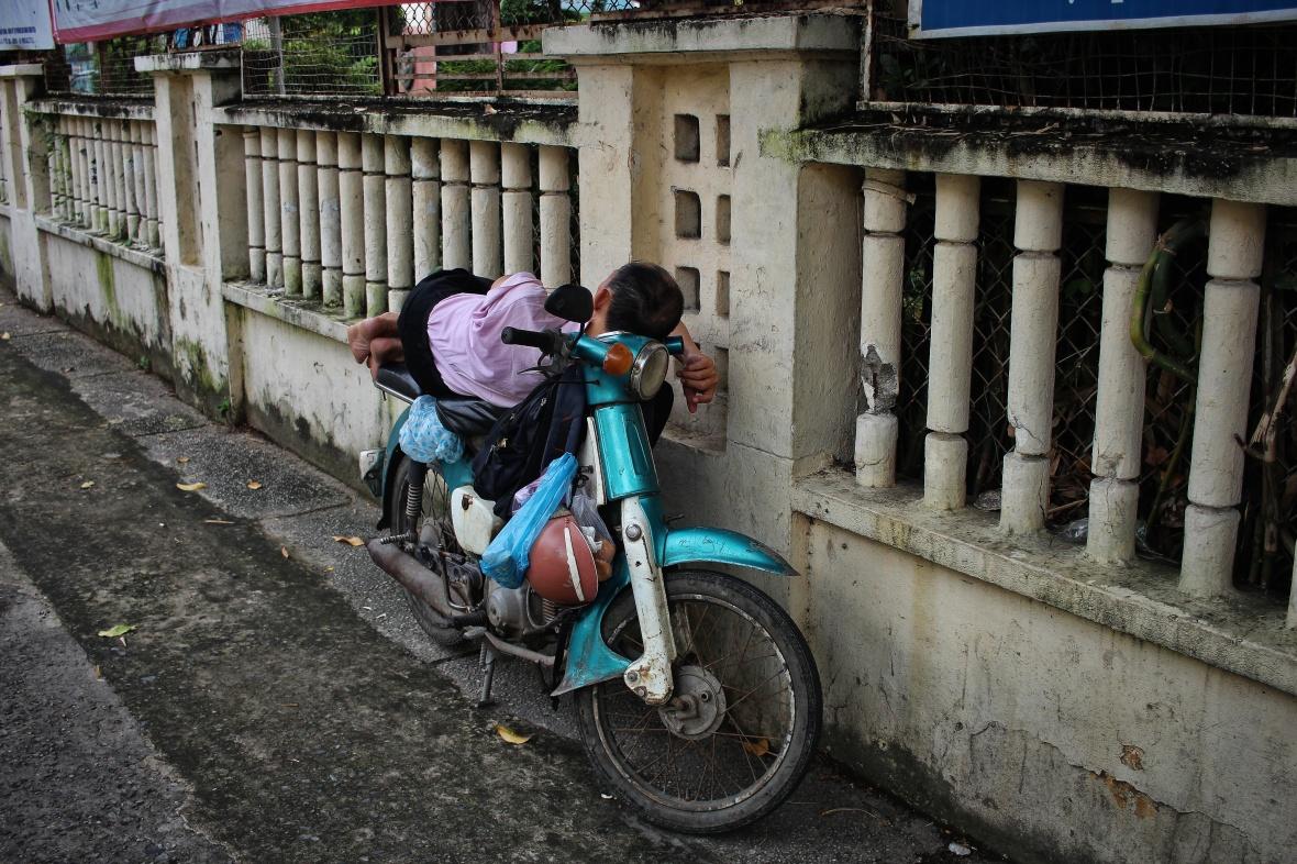 xeom-vietnam-saigon-couche-de-dos