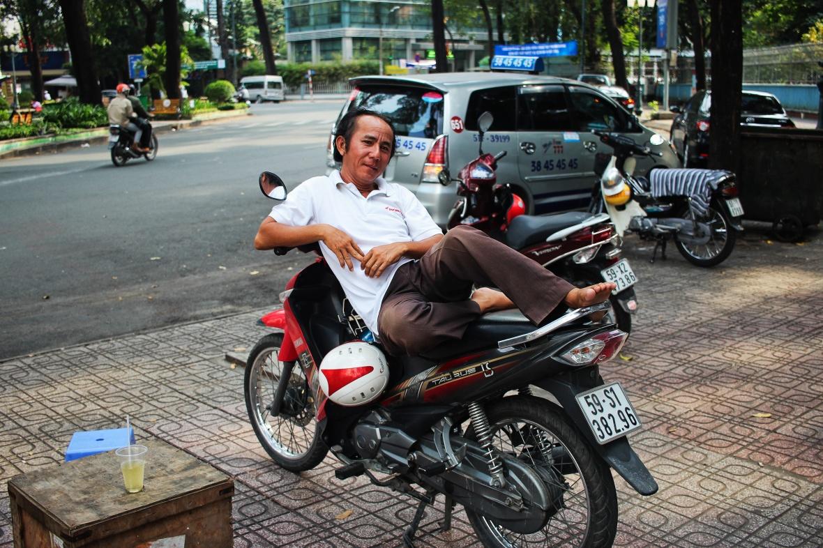 xeom-vietnam-saigon-polo-blanc
