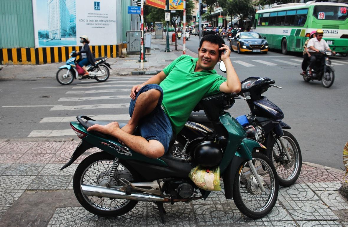 xeom-vietnam-saigon-polo-vert