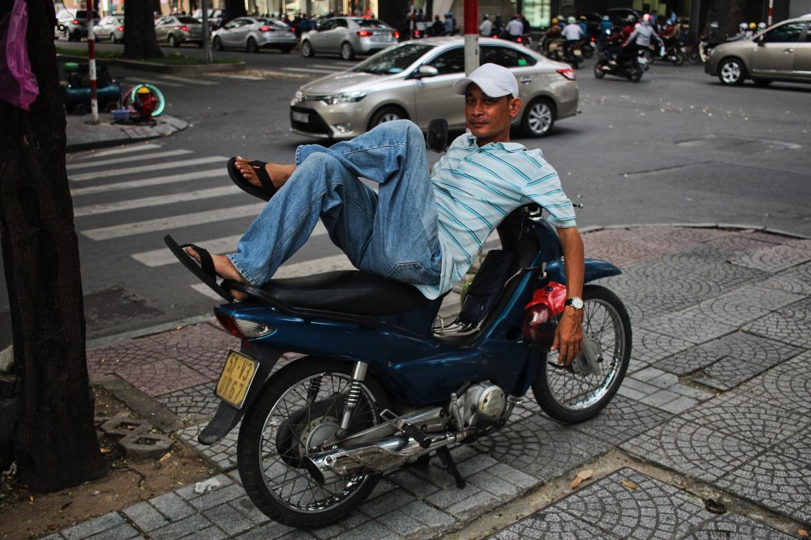 xeom-vietnam-saigon-poloblanc-raye