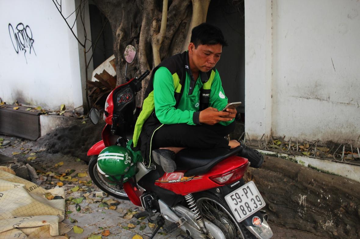 xeom-vietnam-saigon-telephone-portable