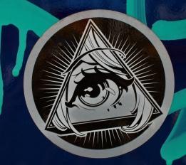 japan's stickers war oeil pyramide
