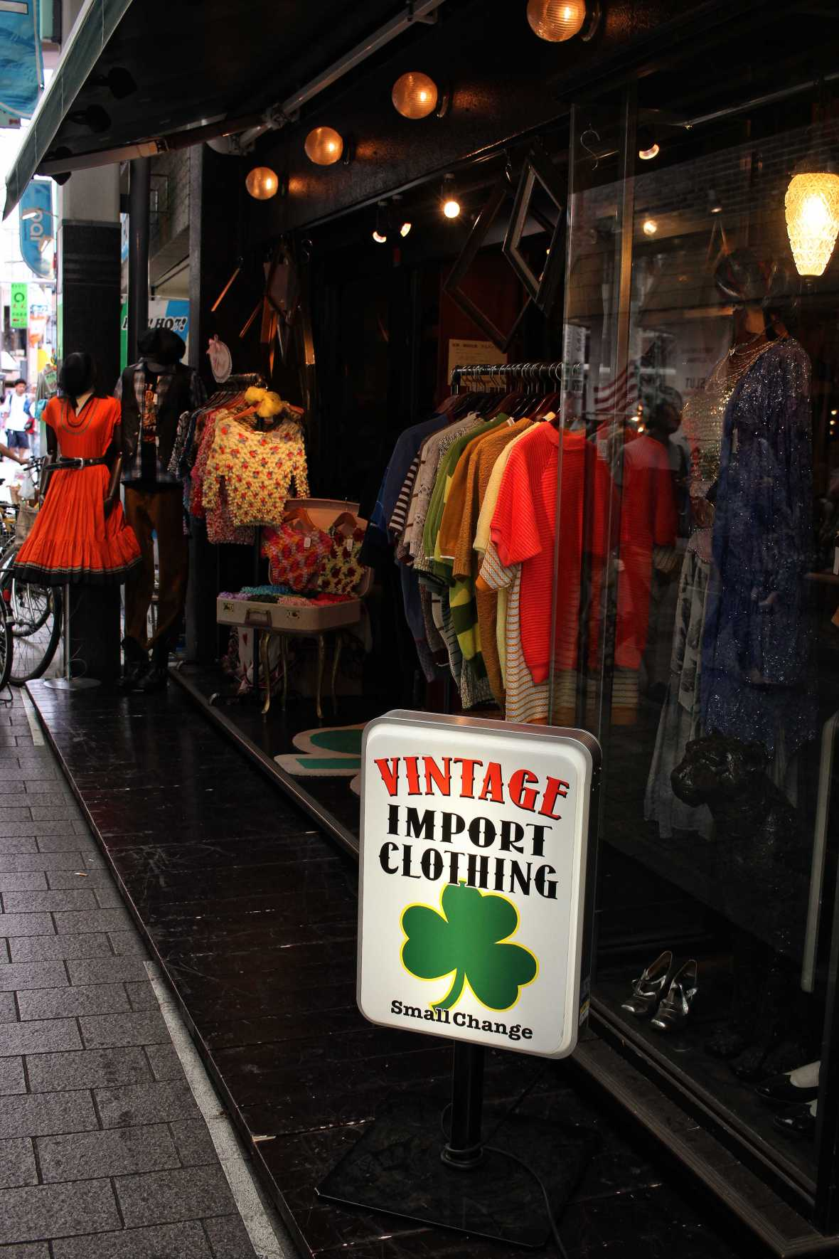 laurent ibanez derriere la colline frippes tokyo vintage