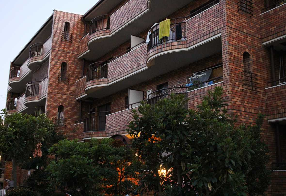 laurent ibanez derriere la colline louer un appartement au japon immeuble