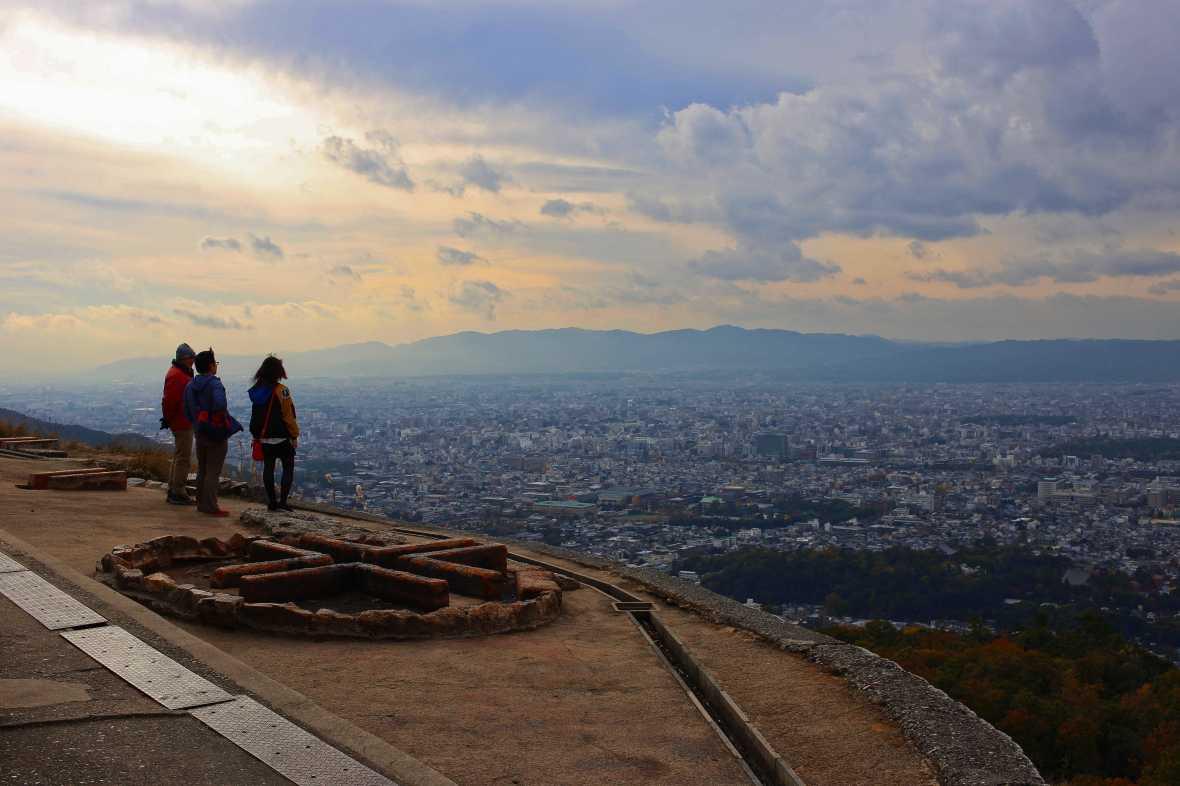 laurent ibanez derriere la colline daimonji centre daimonji