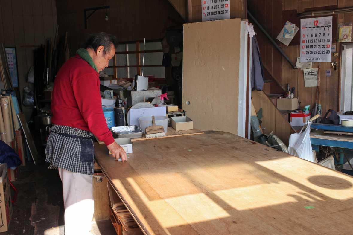 laurent ibanez derriere la colline japon au quotidien réparateur portes