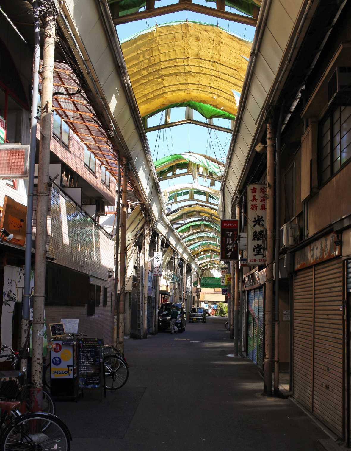laurent ibanez derriere la colline japon au quotidien shotengai