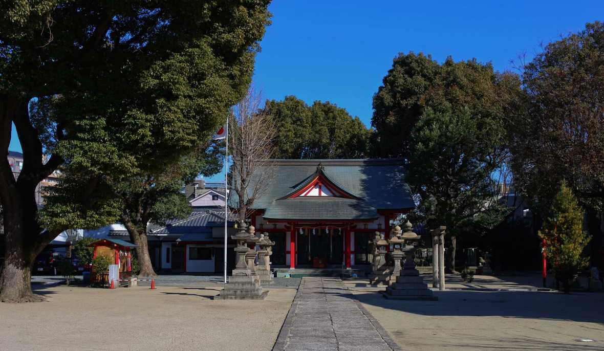 laurent ibanez derriere la colline japon au quotidien temple