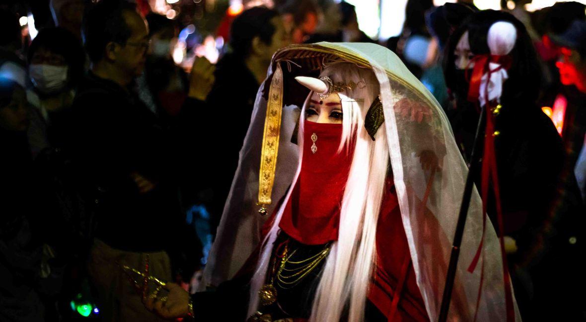 laurent ibanez derriere la colline yokai parade femme corne