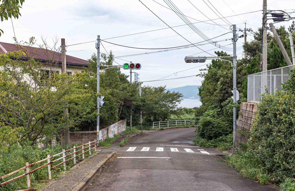 Laurent Ibanez Derriere la colline Ikeshima dernier feu tricolore