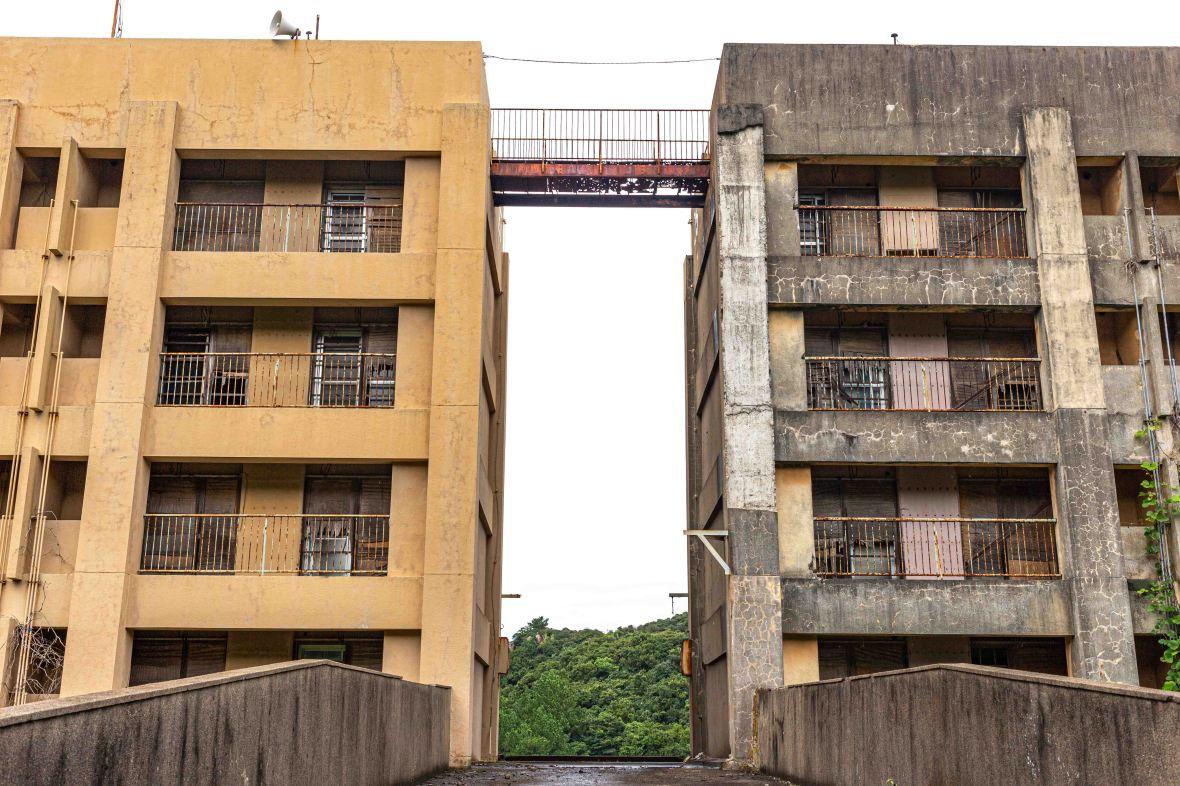 Laurent Ibanez Derriere la colline Ikeshima immeubles à l'abandon4