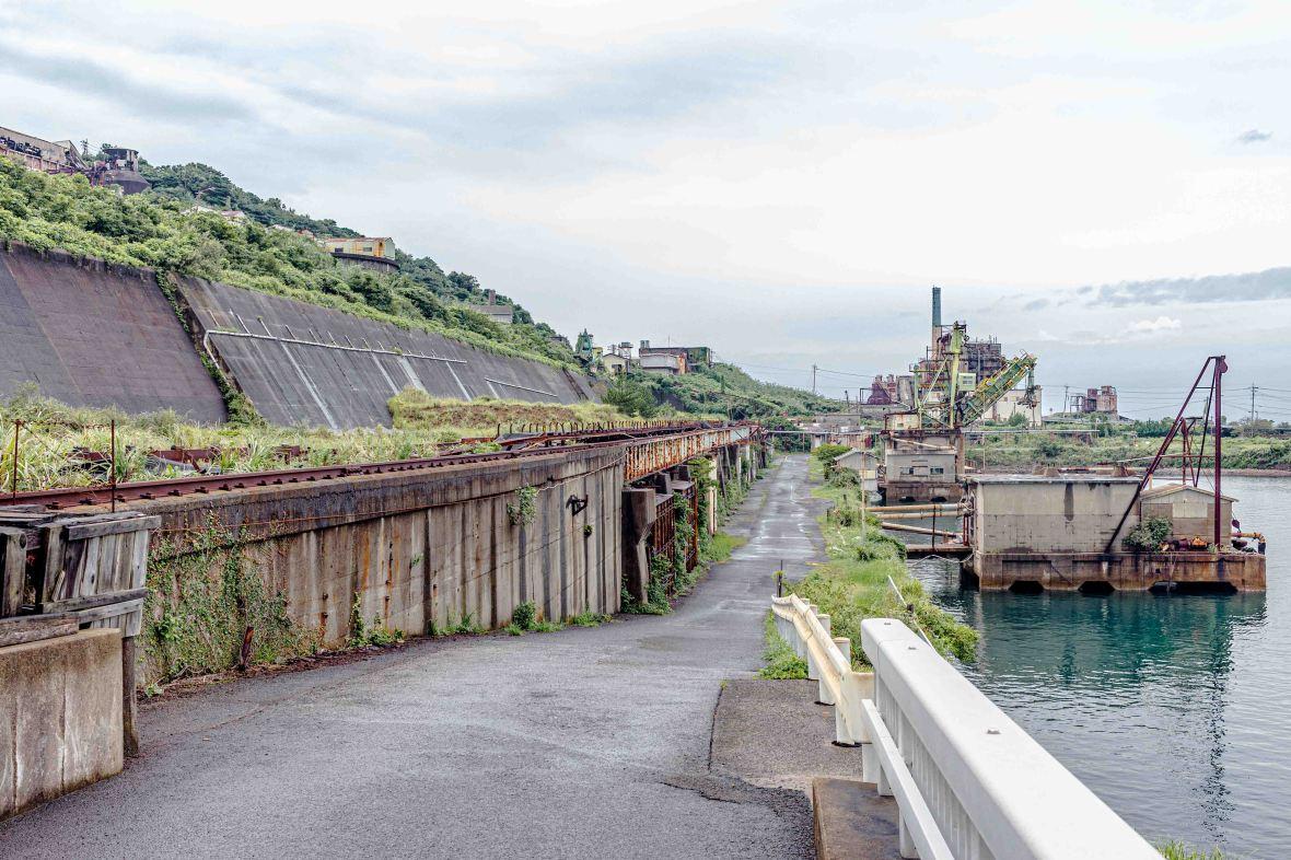 Laurent Ibanez Derriere la colline Ikeshima structures abandonnées